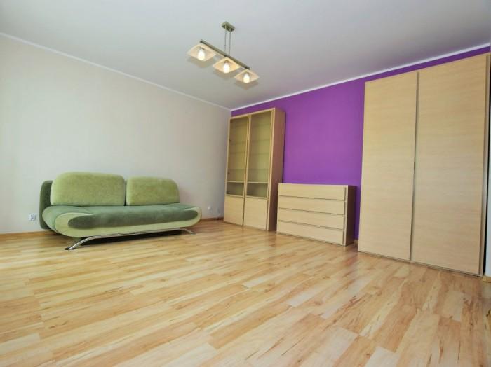 Urokliwe mieszkanie 2-pokojowe 48 m2 przy ulicy Jana Pawła II w Suwałkach.