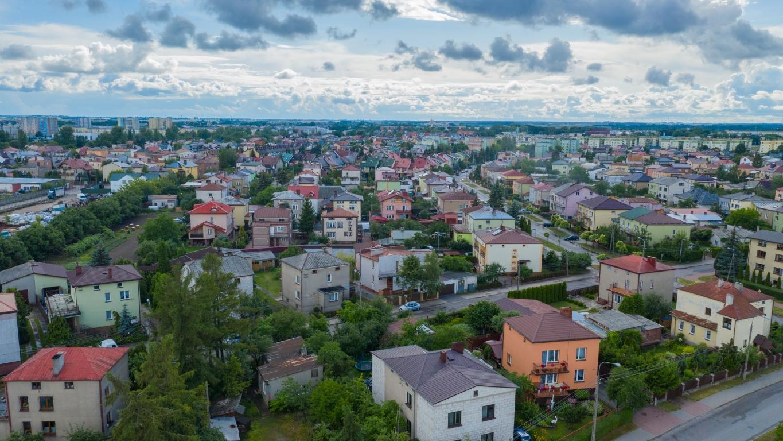 Działka budowlana 714m2 z budynkiem gospodarczym, ul.Różana.